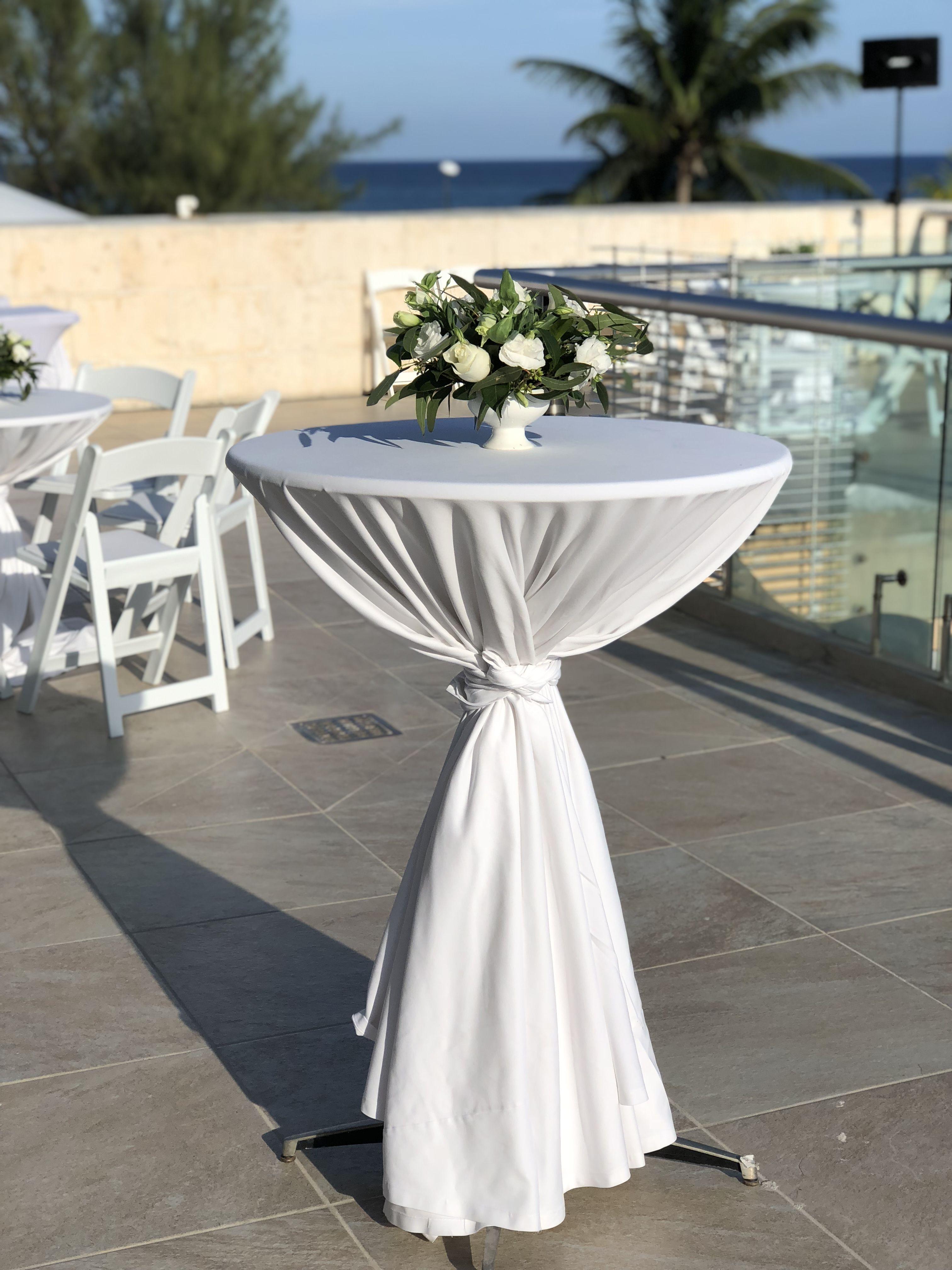 centro de mesa periquera rosas y follaje