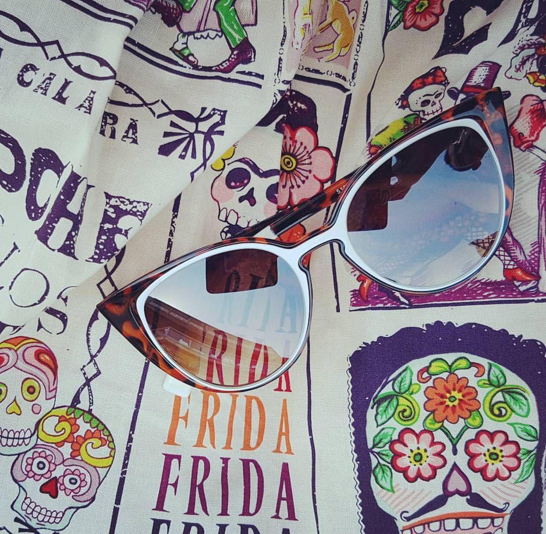 Le soleil est encore là !!! Profitez de nos nouveautés et de nos promotions www.belldandy.fr #rockabilly #rockabillystyle #pinup #iloveretro #retrostyle #vintagestyle #dayofthedead #diadelosmuertos #catseye