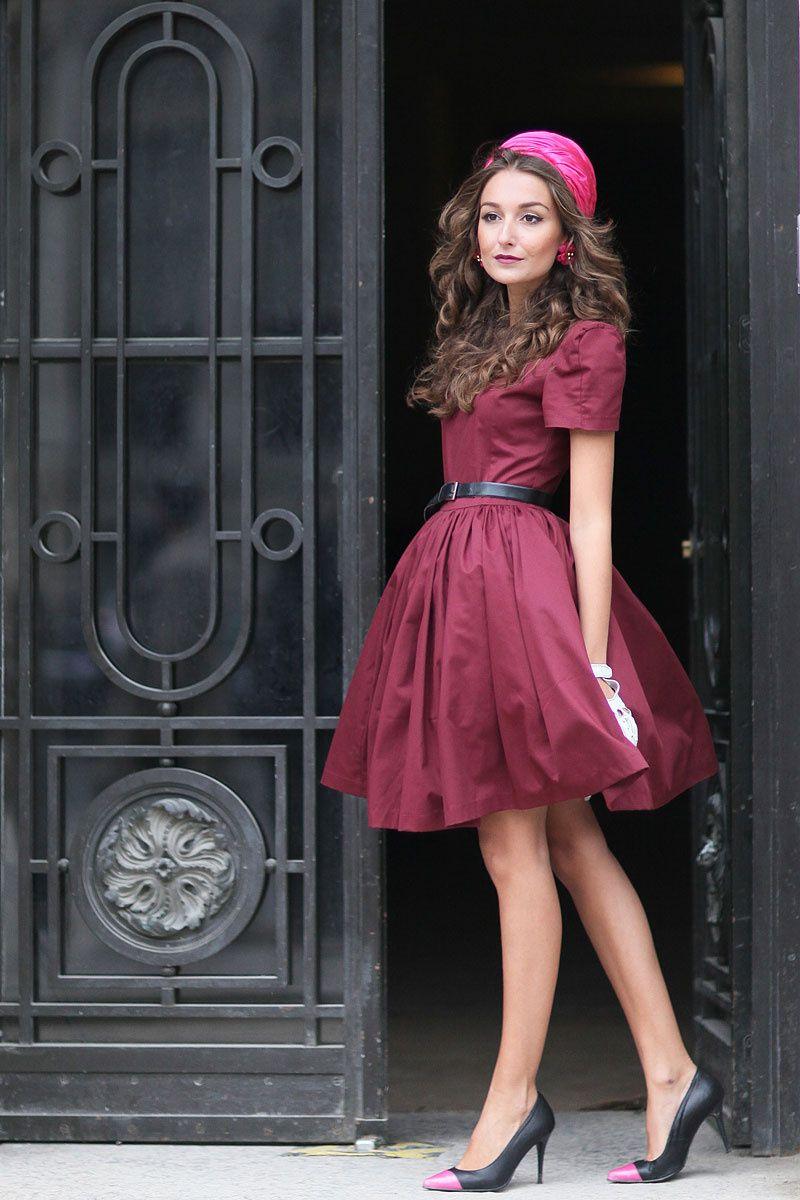 Un Outfit Muy Femenino Vestido Color Vino Y Zapatos