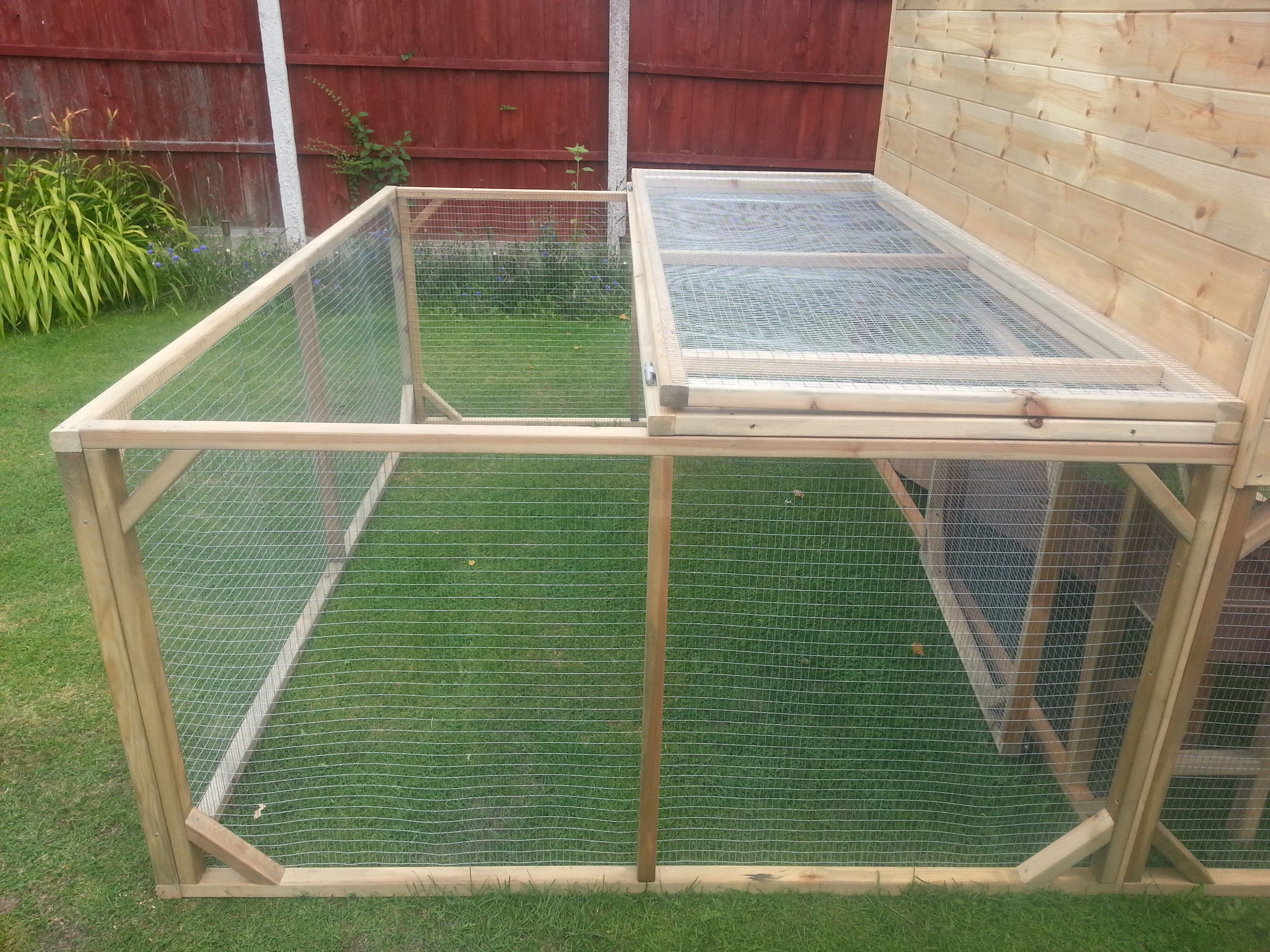 rabbit guinea pig run with lift up mesh roof handmade by boyles