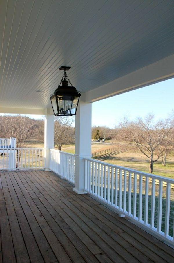 amerikanische holzhäuser mit vorbau holz-terrasse einrichten - terrassen bau tipps tricks