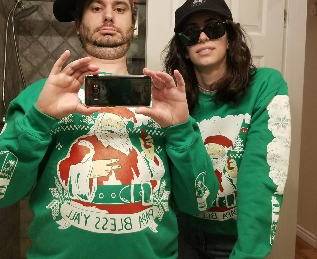 """110.8 tuhatta tykkäystä, 790 kommenttia - Ethan Klein (@h3h3productions) Instagramissa: """"Vaping Santa ugly Xmas sweater wowie over at h3h3shop.com !!!"""""""