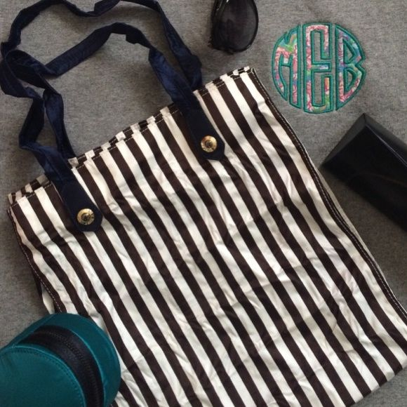 Henri Bendel Packable Shopper Light weight, inside zipper pocket. Henri Bendel Bags