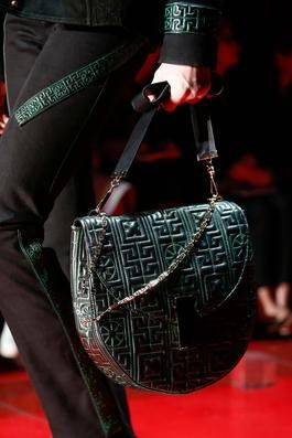 f87ba2012f Versace Fall A W 2015 Ready-to-Wear (RTW) Runway show handbag