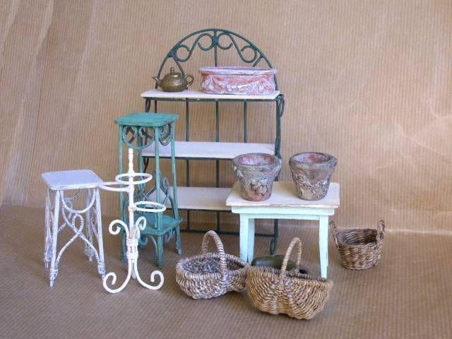 tag res et sellettes miniatures faites mains miniature poup e et maison. Black Bedroom Furniture Sets. Home Design Ideas