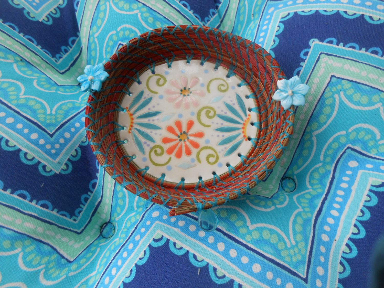Fun Flowers Pine Needle Basket with glass bead by pammyscrafts on Etsy