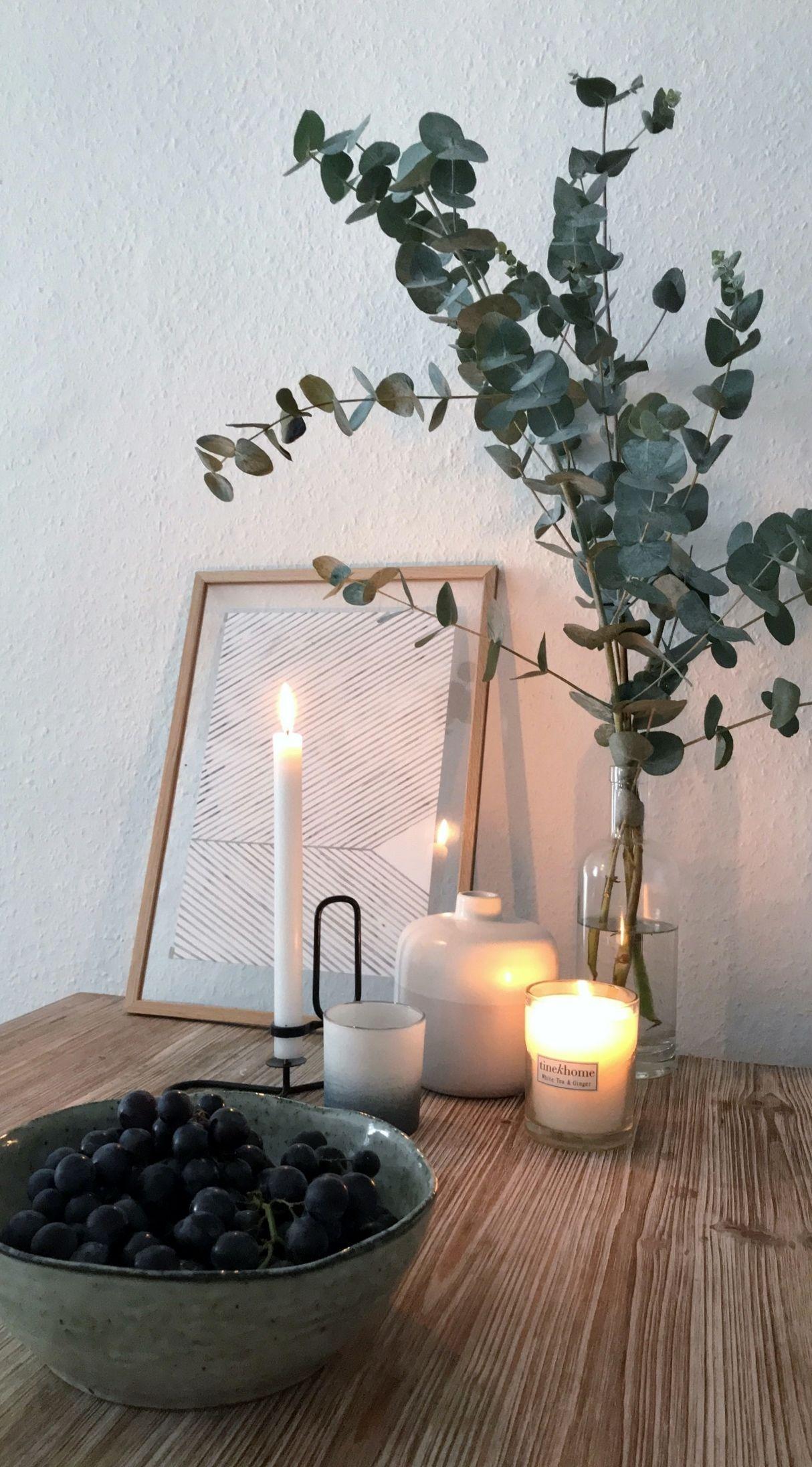Ganz viel Kerzenschein, frische Eukalyptus Zweige und lecke ...