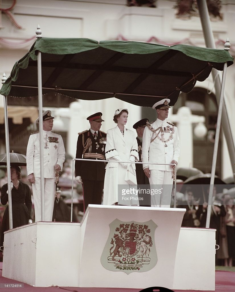 Queen Elizabeth Ii And Prince Philip In Canberra During Their Visit Celebridades Realeza Britanica Rainha Isabel Ii