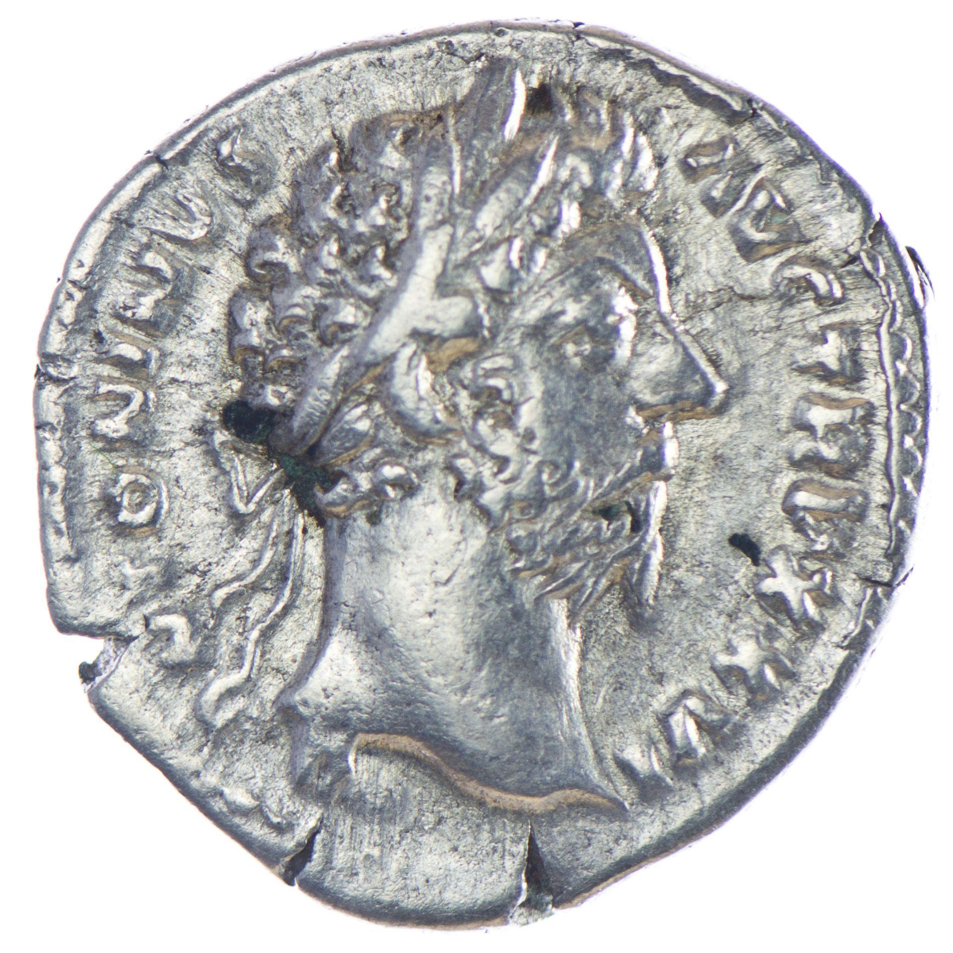 Marcus Aurelius 161 - 180 Denar, Silber Av: M ANTONINVS AVG TRP XXVI, belorbeerter Kopf n. r., Rv: IMP VI COS III, Roma sitzt nach links, in der Rechten eine Victoria und in der Linken einen Speer; davor ein Schild