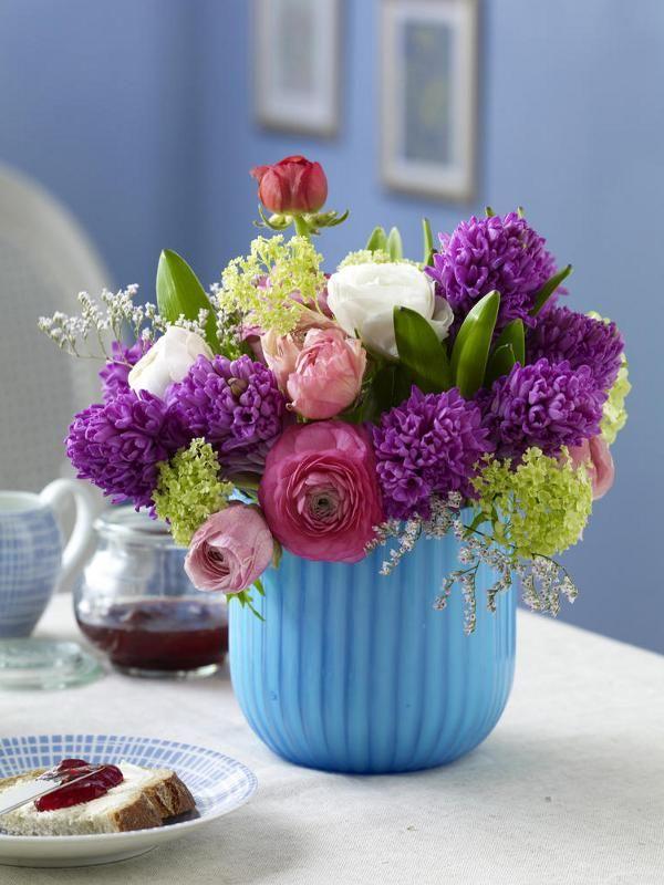 violetten Hyazinthen, lindgrünem Schneeball, weiß- und rosafarbene ...