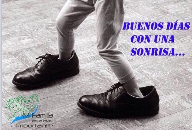 Niño jugando con los zapatos del padre... ¿Quién no lo ha hecho? :D yo SIIII!!  #juernes #alegría #amor #valores #infancia #felicidad #felizvita