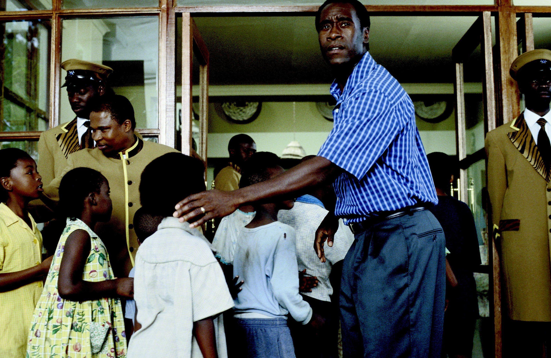 Hotel Rwanda Movie Still 2004 Don Cheadle As Paul Rusesabagina