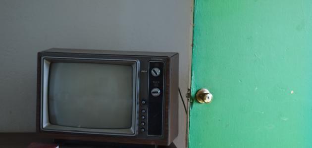 زد معلوماتك من اخترع التلفاز Old Tv Tv Old Things