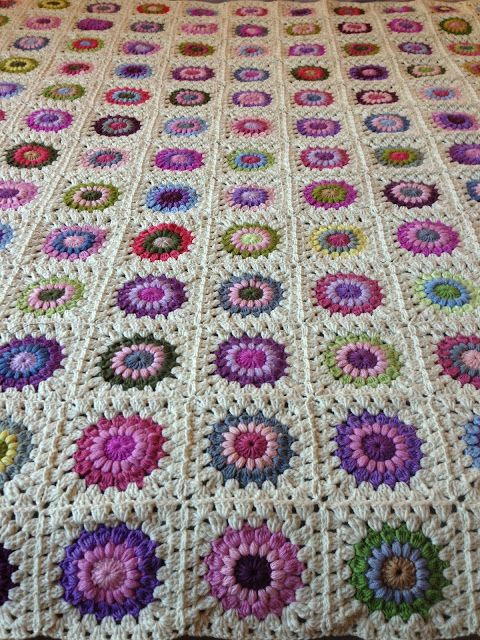 AnnieColors: Sunburst Granny Square Pattern | telar | Pinterest ...