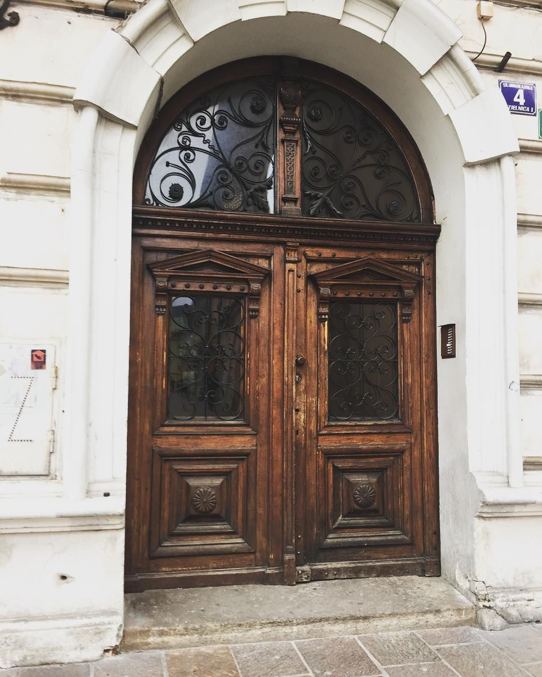 Sweet Looking Door In The Krakow Old Town #kiwiroamer #sightseeking #doors  #krakow