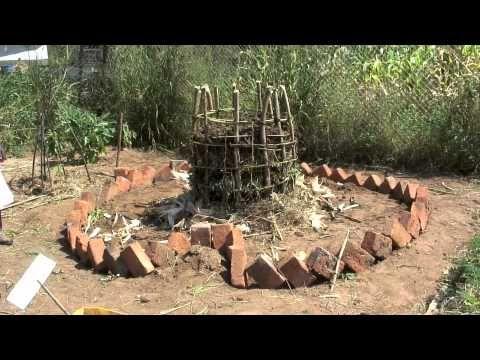 im keyhole garden ist kompost des g rtners schl ssel zum erfolg garten pinterest kompost. Black Bedroom Furniture Sets. Home Design Ideas