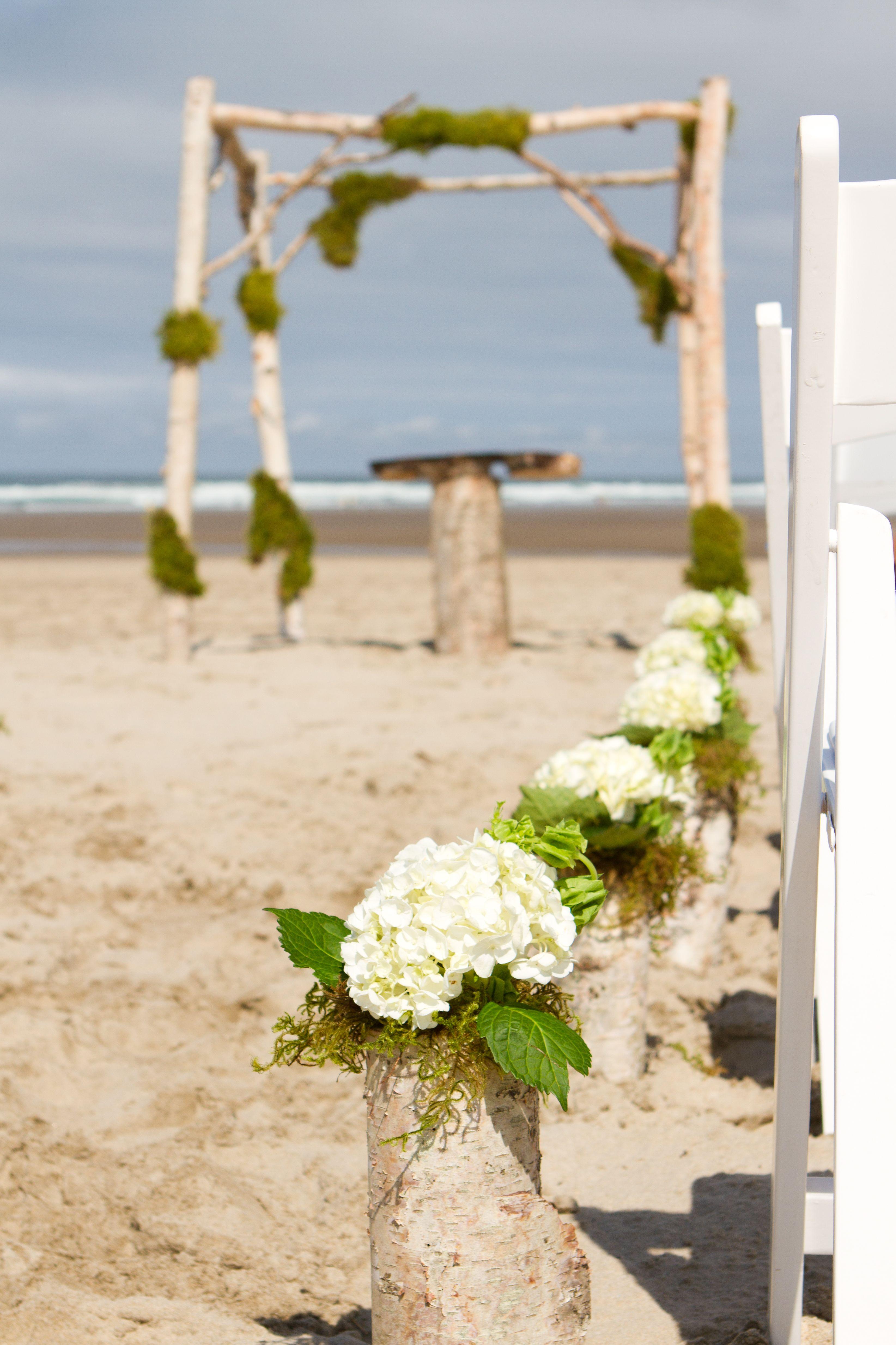 Simple, but elegant beach wedding aisle decorations. Birch logs ...