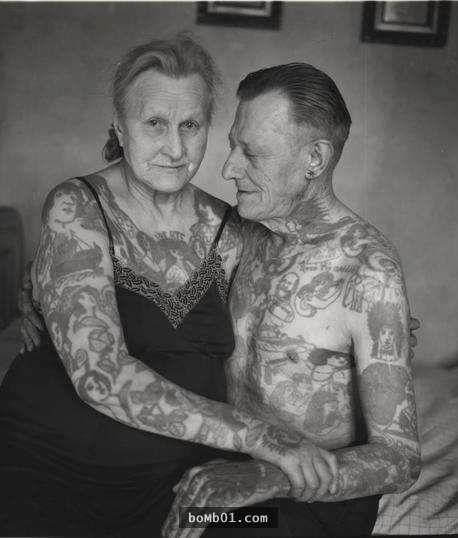 人老了身上的刺青會不會跟著變老?看完這24張刺青人士年老後所拍的照片就知道答案。 - boMb01