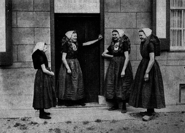 Daily Life in the Netherlands From Between the 1900s and 1920s30 Rare Photographs Capture Daily Life in the Netherlands From Between the 1900s and 1920s The Ladies With K...