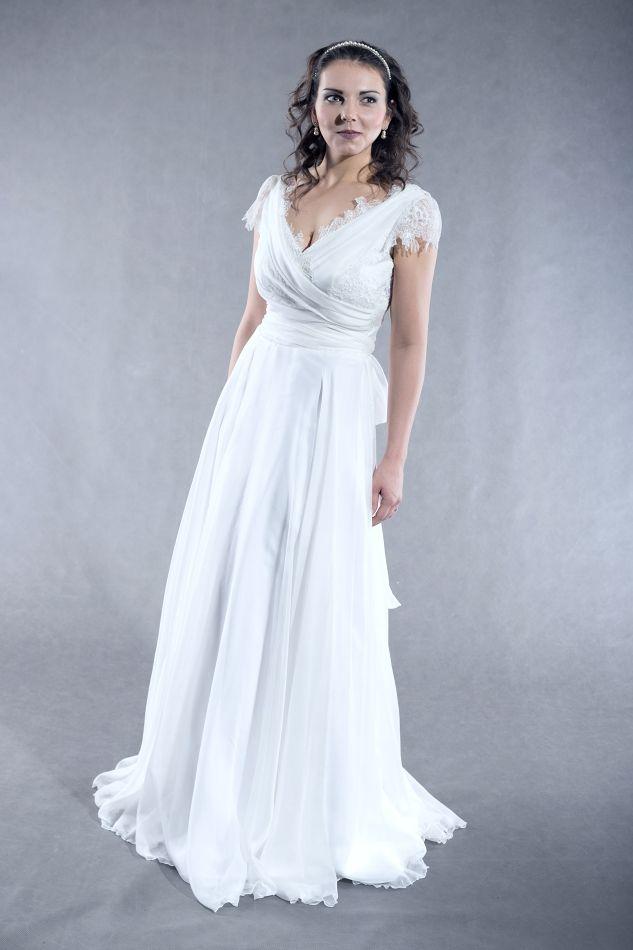 bf55c8c59813 Hedvábné+svatební+šaty+Šaty+s+kolovou+sukní+a+aranžovaným+živůtkem