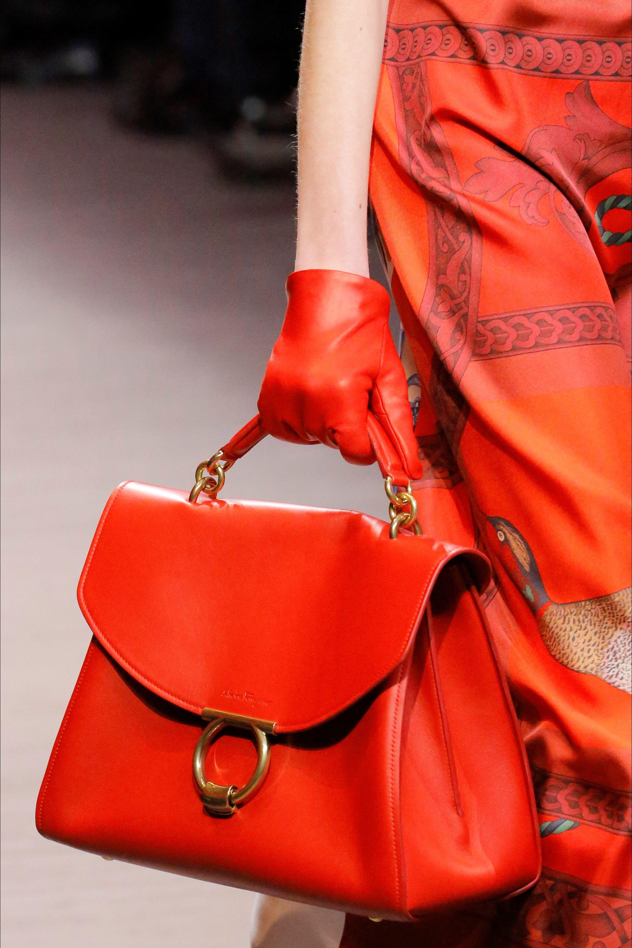 Guarda la sfilata di moda Salvatore Ferragamo a Milano e scopri la  collezione di abiti e accessori per la stagione Collezioni Autunno Inverno  2018-19. 4c73ddc99e0
