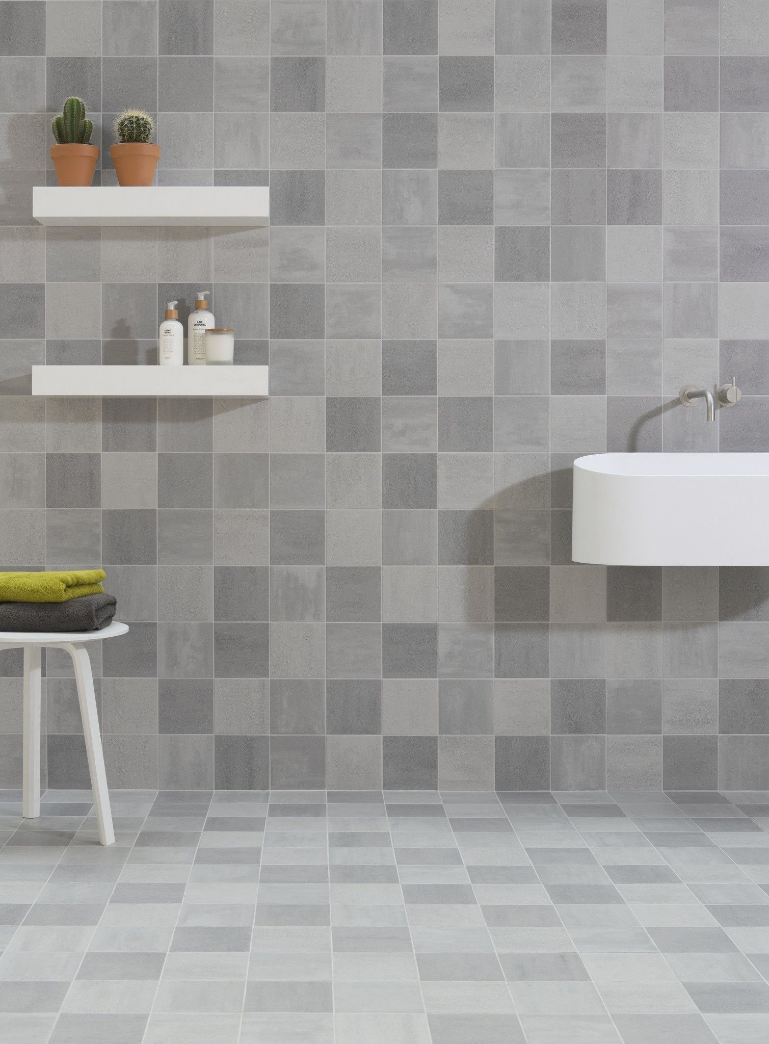 tegels-keramisch-badkamertegels-grijs-licht-klein-Gilbo | badkamer ...
