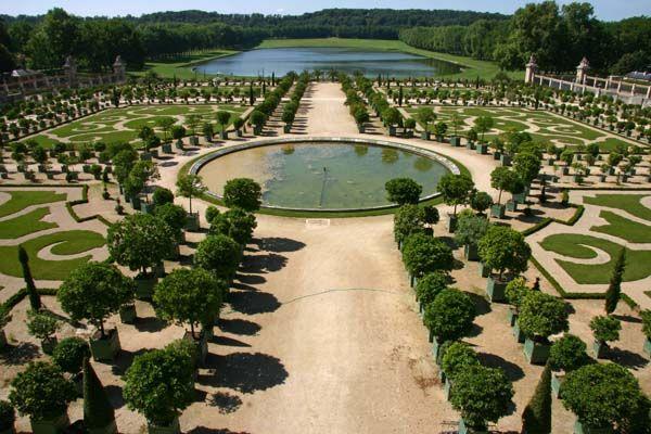 Franse tuin palais de versailles tuin uit de barok for Franse tuin
