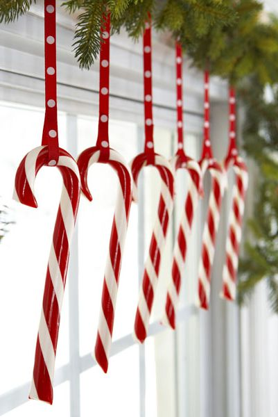 All The Christmas Decorating Inspo You Need To Fill Your Home With Holiday Cheer Diy Christmas Decorations Easy Easy Christmas Decorations Christmas Window Decorations