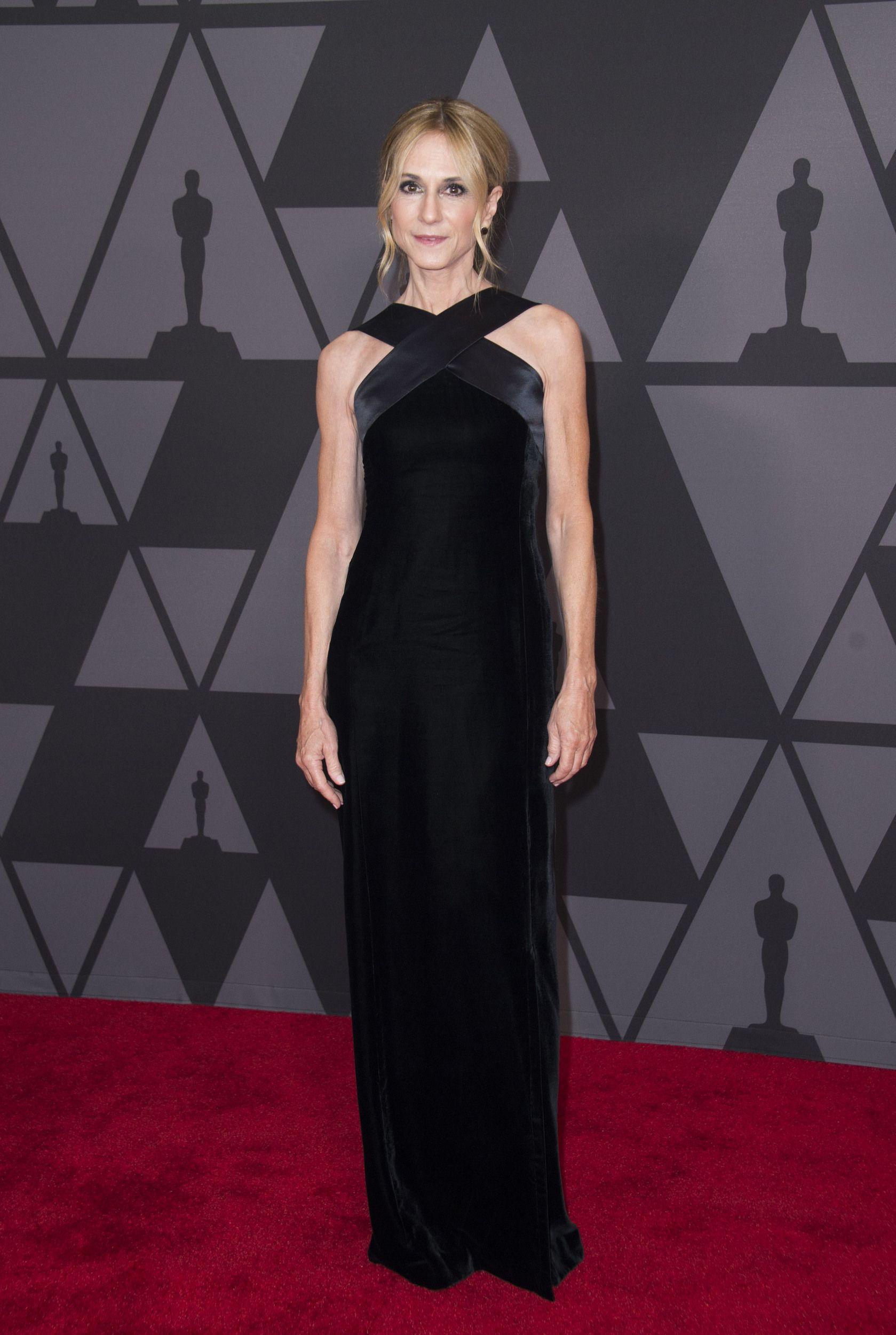 4883e81467551 Jennifer Lawrence hilariously photobombed Emma Stone at a star ...