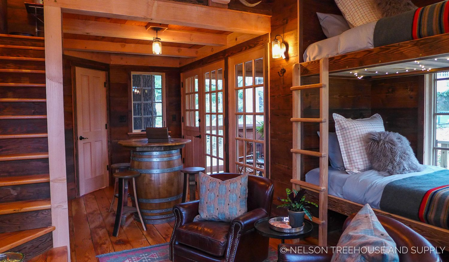 Glamorous Glamping Retreat Treehouse masters, Country