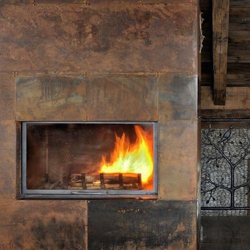 ChaletMontanum - La charpente et les poutres accueillent un vaste - plan de travail cuisine rouge