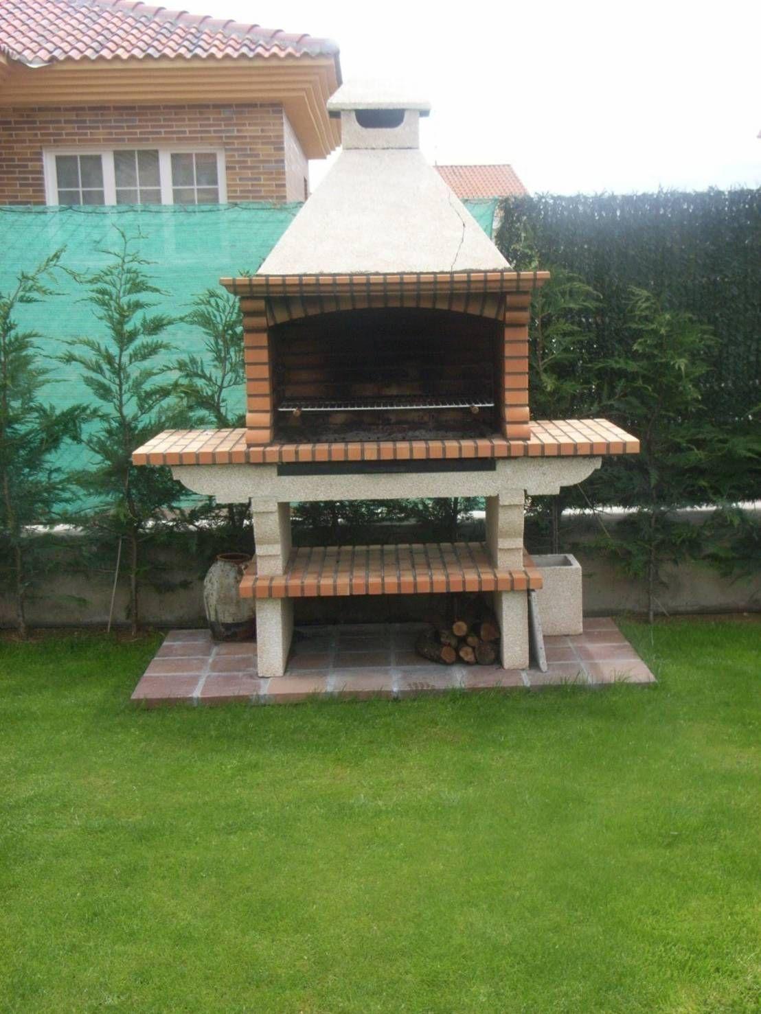 Construye una barbacoa de ladrillo paso a paso for Asadores para jardin de ladrillo