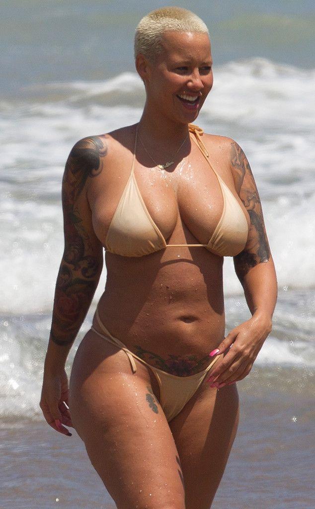 Lisa kelly shows boobs