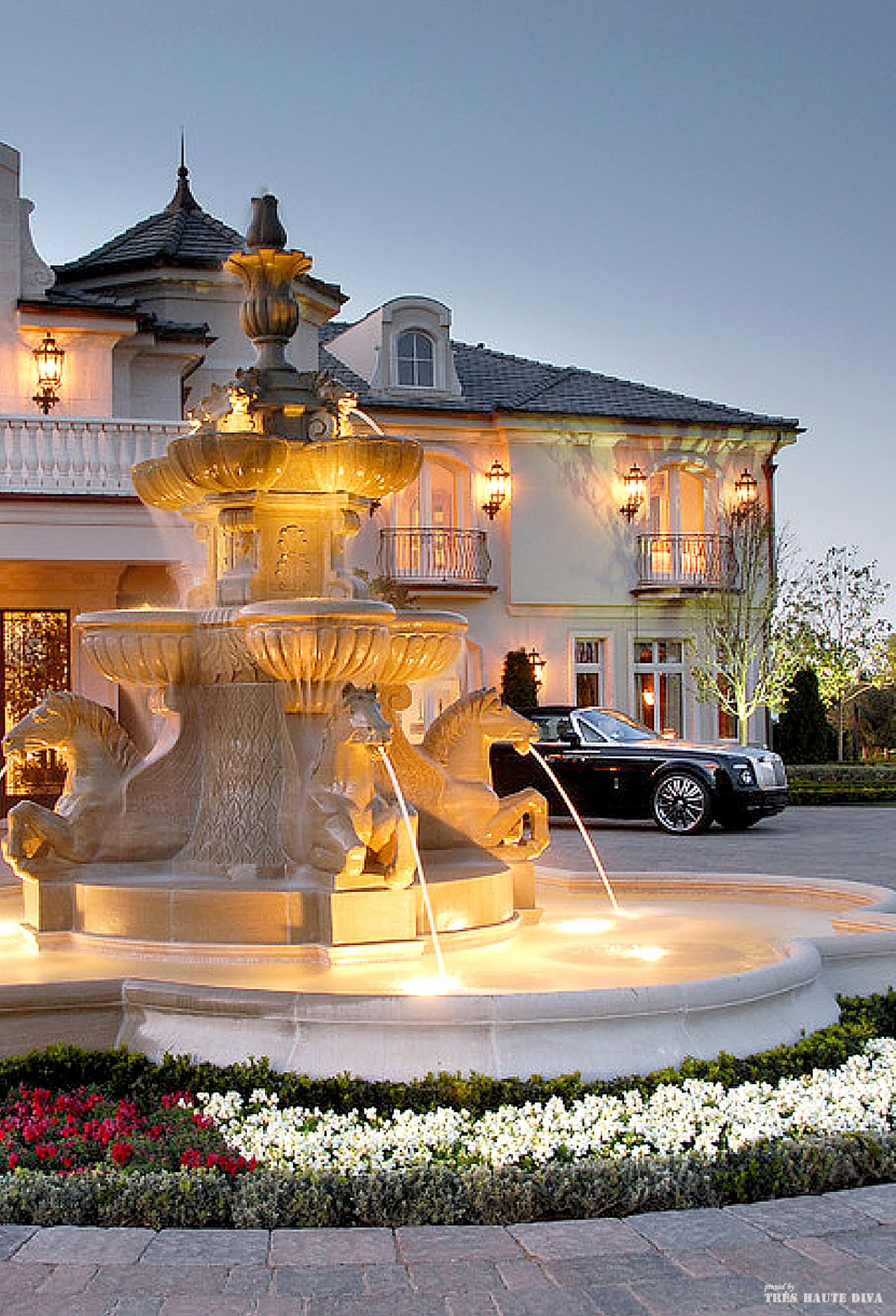 French Chateau Style Driveway With Fountain Find Beautiful Decorative Lighting Accessories At Creativemary Com Pt Mansions Luxury Homes Chateau Style