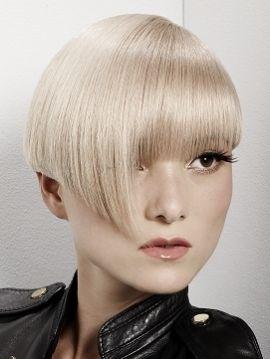 Pelo corto asimétrico. #pelo #cabello #pelocorto #hairstyle #blondhair #asymmetricalhair