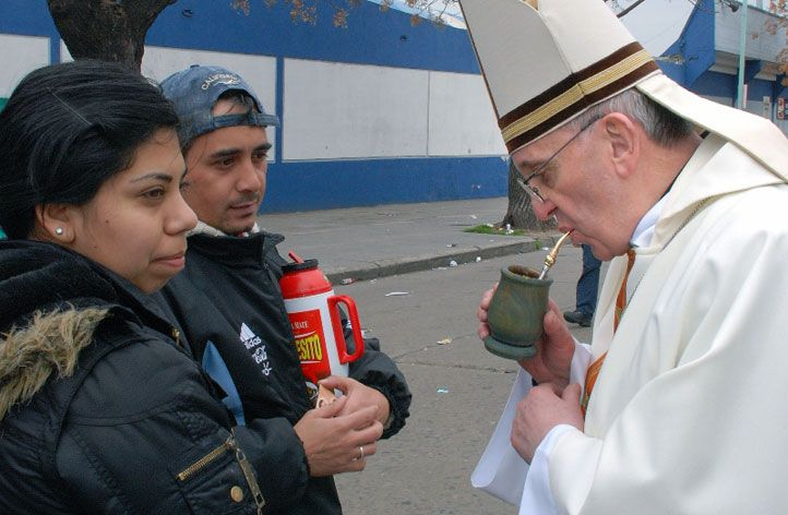 Pope Francisco takes chimarrao #tea in the traditional way, a sign of friendship in Argentina.