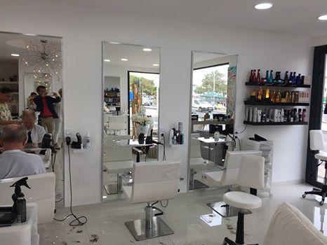 Epingle Par Gouiran Beaute Sur Shop Ideas Interieur De Salon Deco Salon Decoration Salon De Beaute