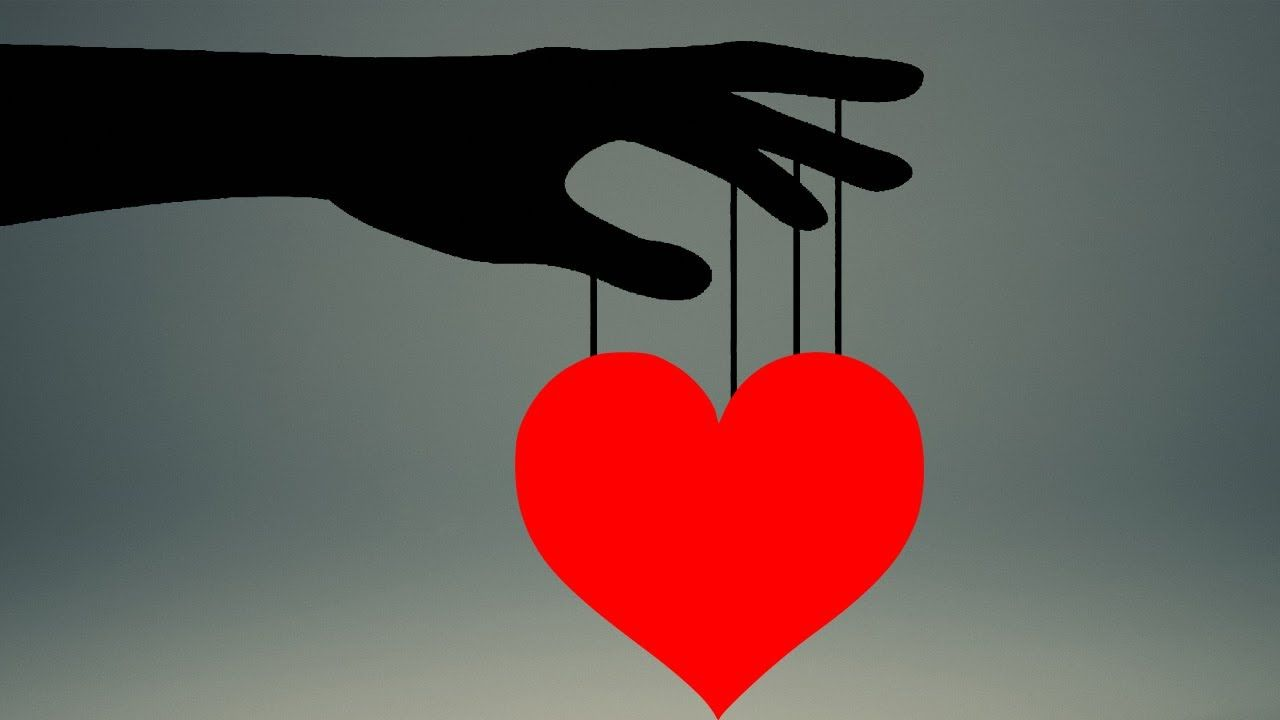 How to manipulate someone into loving you : 12 sneaky tricks of