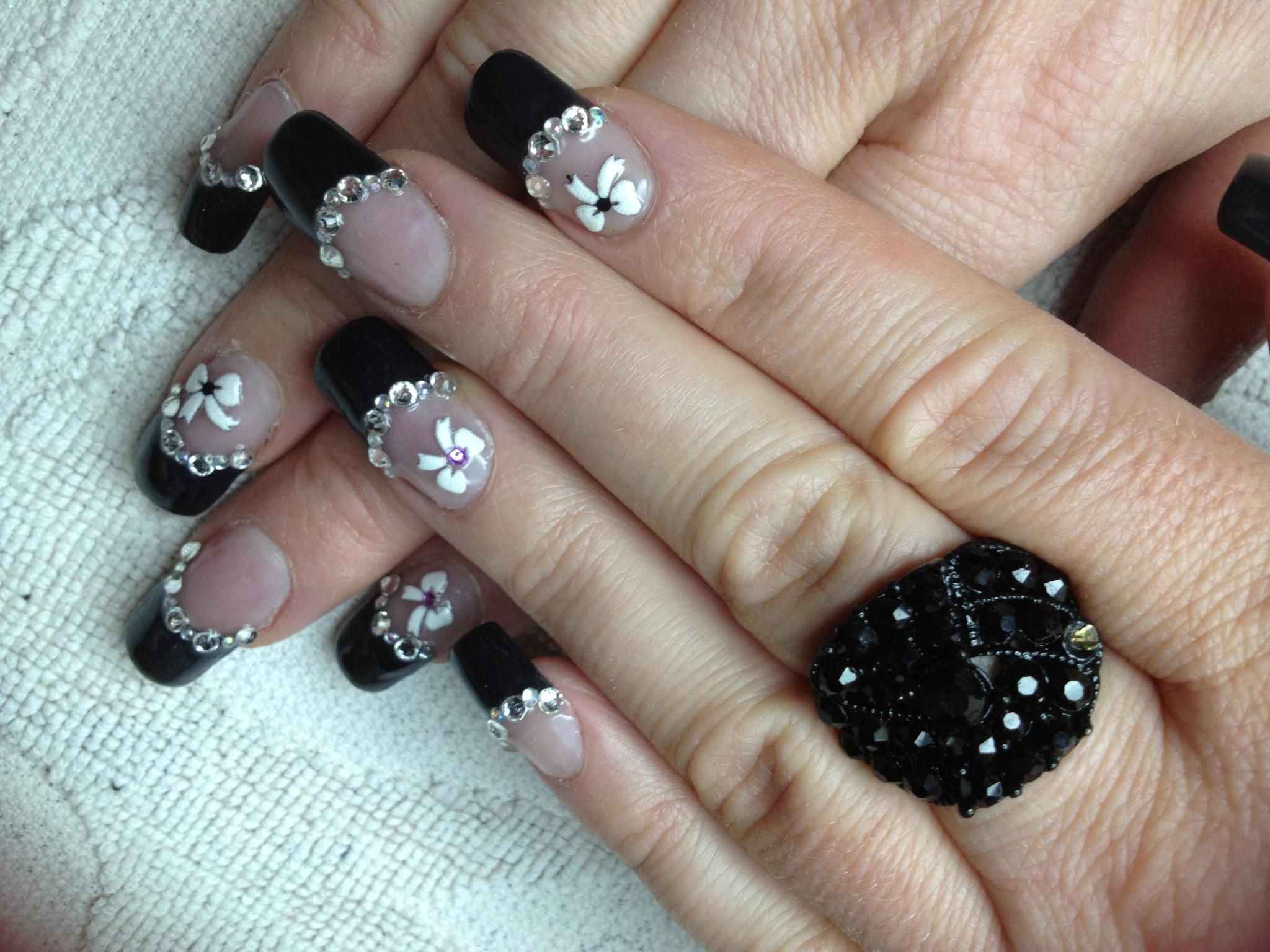 classic black tip with white flowers and rhinestones   Nail art ...