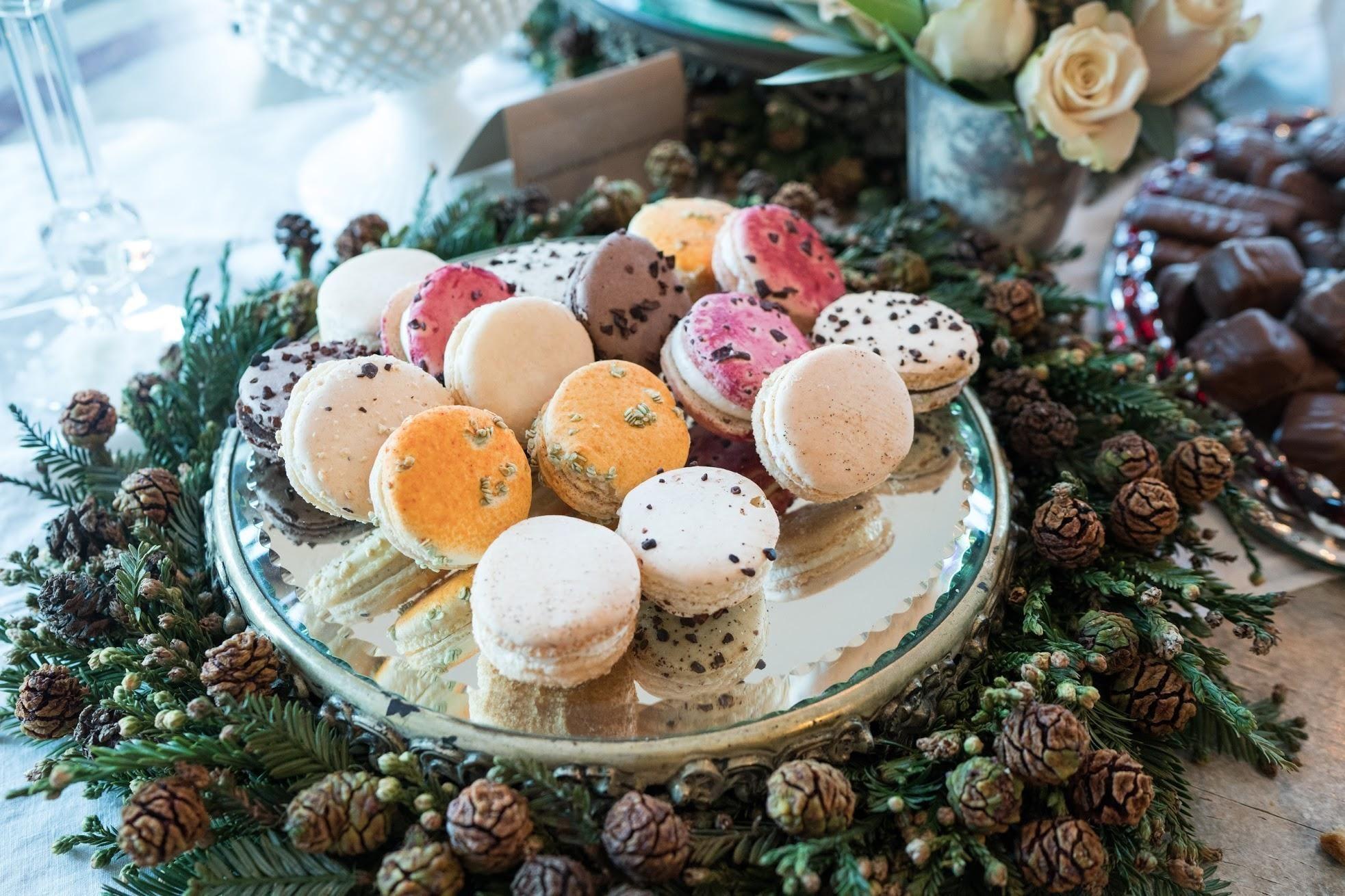 Holiday Macarons [OC] [1965x1310] via Classy Bro
