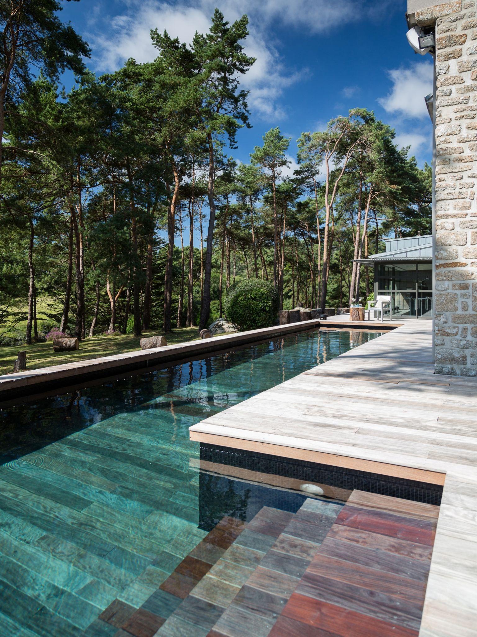 le fond mobile par l 39 esprit piscine 15 x 2 8 m rev tement gris noir et brillant escalier. Black Bedroom Furniture Sets. Home Design Ideas