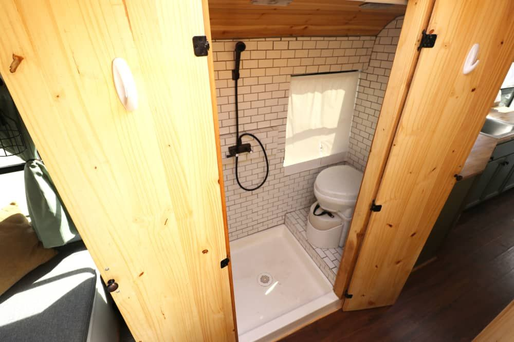 10 Tiny House Bathrooms That Are Small But Stylish
