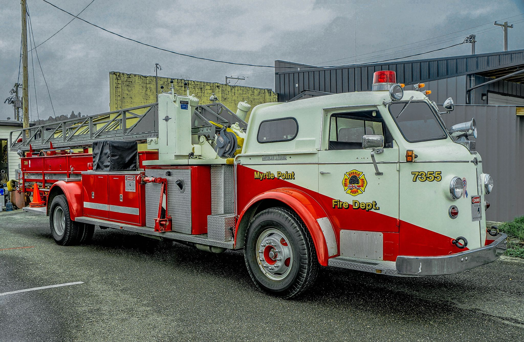 Old American La France Ladder Truck Dsc00903 Fire Trucks Trucks Fire Apparatus