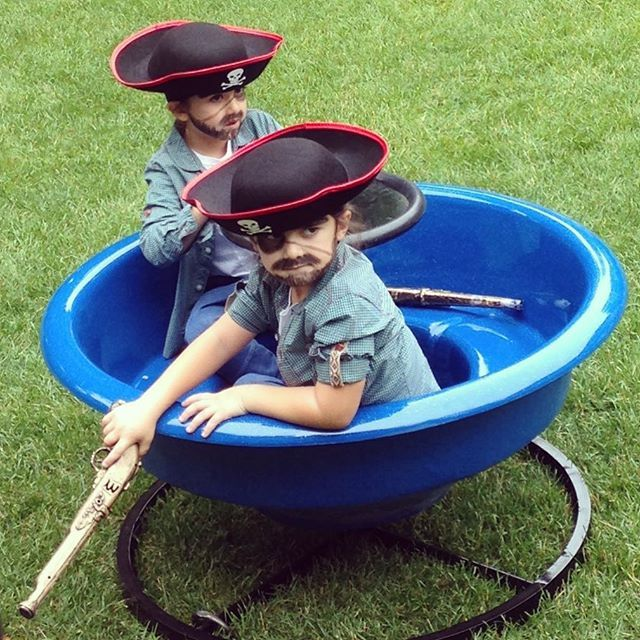 Céline Dion's Festive Photo Of The Twins - http://site.celebritybabyscoop.com/cbs/2015/10/28/celine-festive-twins #CelineDion, #Costumes, #EddyAngelil, #Halloween, #Instagram, #NelsonAngelil, #Pirates, #Twins