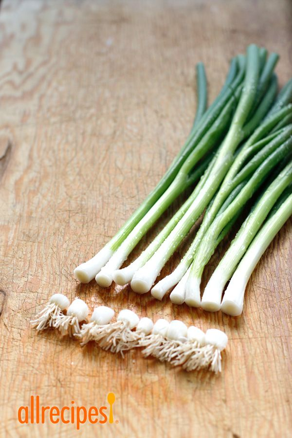 How To Regrow Green Onions From Scraps Regrow Green Onions Regrow Vegetables Growing Vegetables