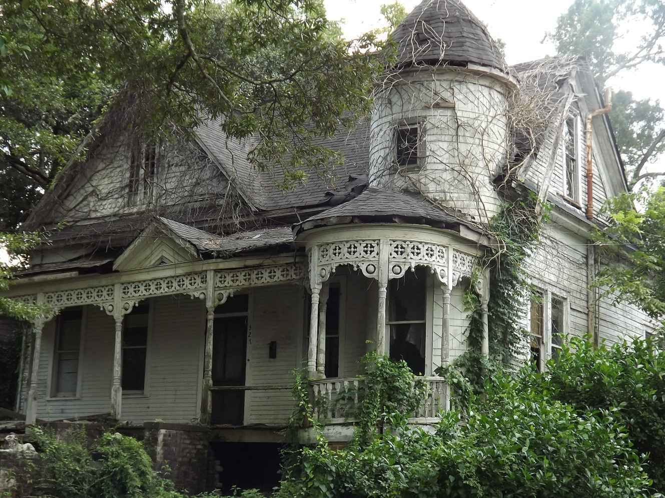 Large Victorian home in need of restorations is waiting for the
