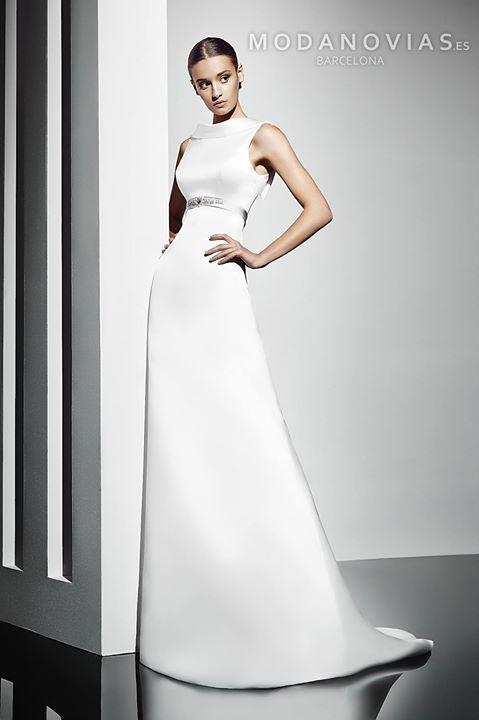 ff4f9bf81 Vestido de novia 1159 de raso estilo evasé con precioso escote con solapa  decorado con cinturón