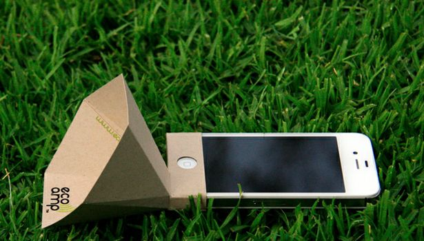 Brillant: Eco-amp is a powerless iPhone amplifer made from 100% post-consumer recycled paper, which folds into a smart-looking cone that can be unfolded and packed flat for easy transportation.