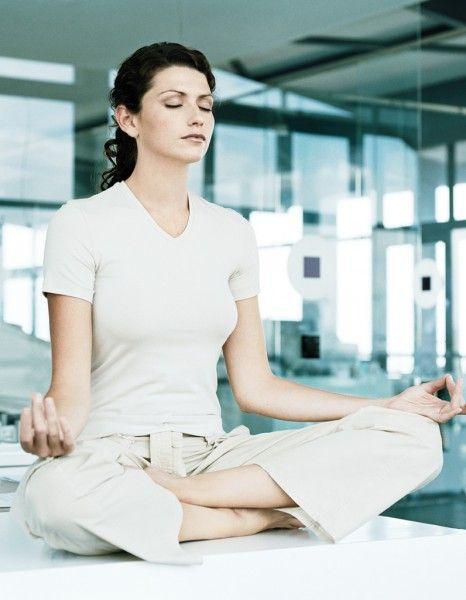 yoga au bureau une appli bien tre sur votre smartphone meilleures id es travailleuse. Black Bedroom Furniture Sets. Home Design Ideas