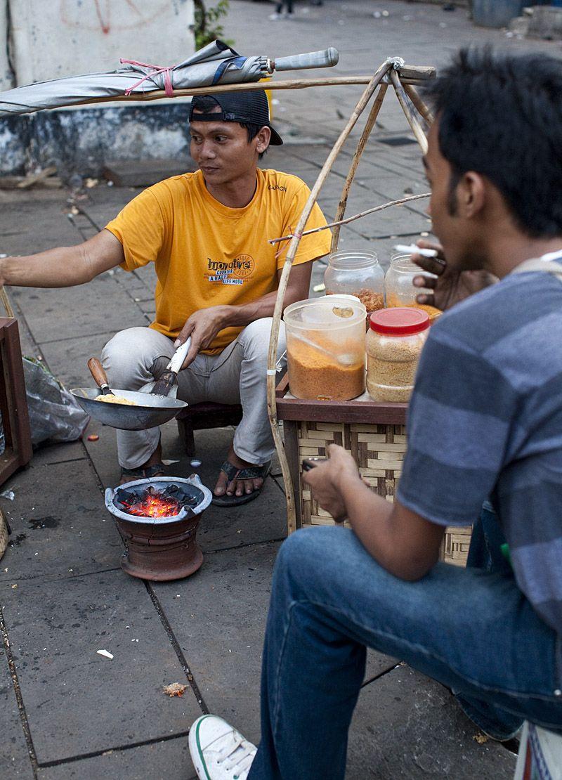 Kerak telur vendor, Fatahillah Square, Jakarta (Dengan